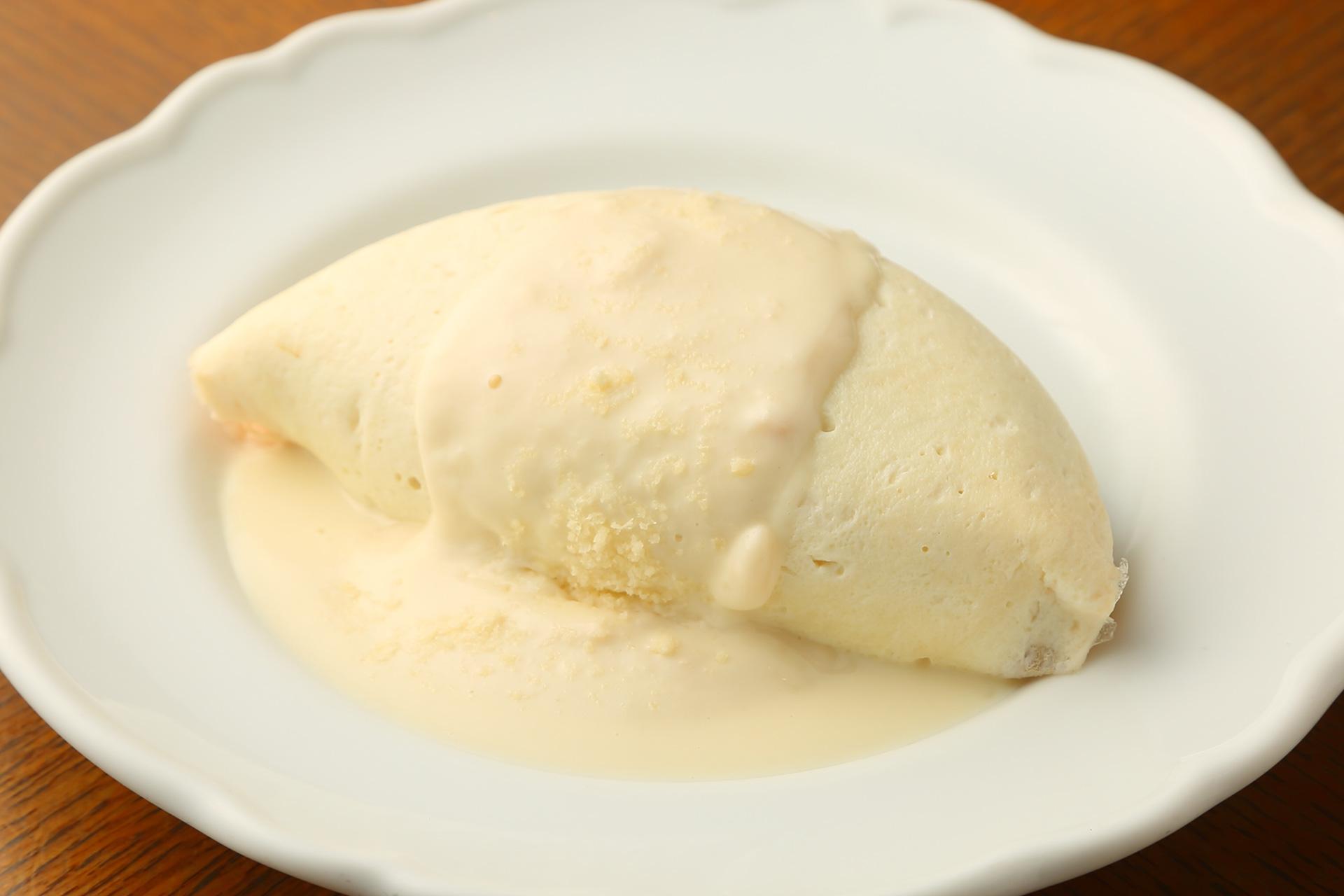 キッチン大宮の純白のオムライス
